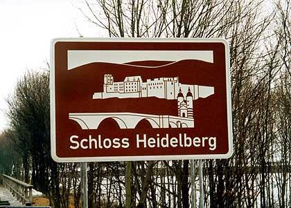 Neues aus dem Schilderwald - mehr touristische Infos an der Autobahn