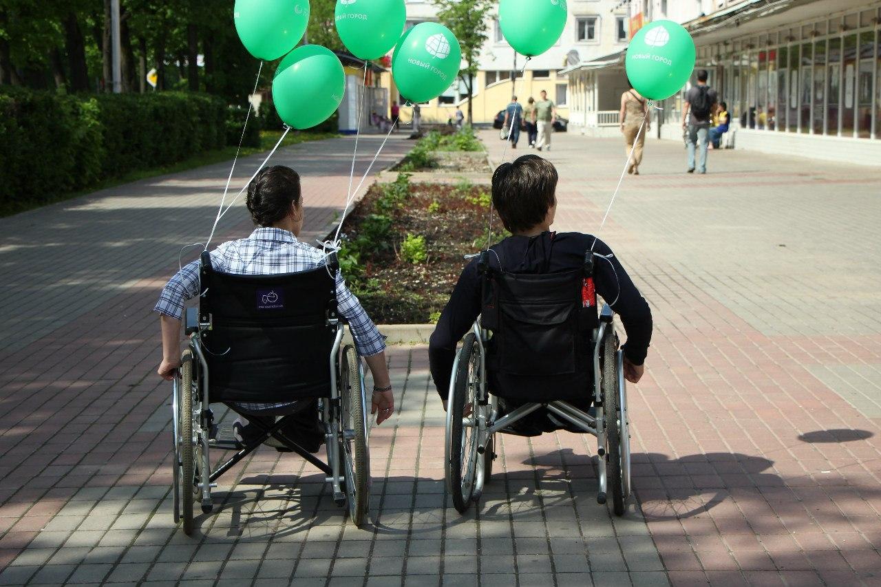 Не уронить себя: как новгородцы колясками управляли