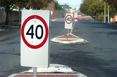 О том, как влияет снижение скорости на безопасность и пропускную способность улиц