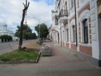 Газон вернуть, парковку ликвидировать: о незаконной парковке у Ярославова дворища