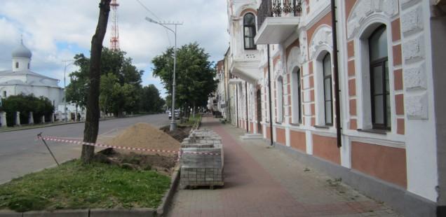 С незаконной парковкой у Ярославова Дворища будет разбираться прокуратура