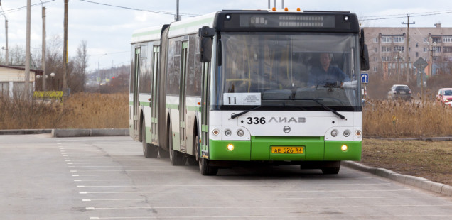 Два новых низкопольных автобуса вышли на маршрут №11 в Великом Новгороде